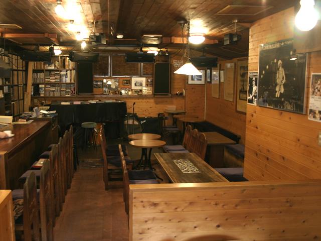 Cafe dengan desain klasik